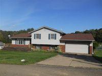 122 Meadowbrook SE, Waynesburg, OH 44688