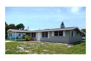 54 E Wentworth St, Englewood, FL 34223