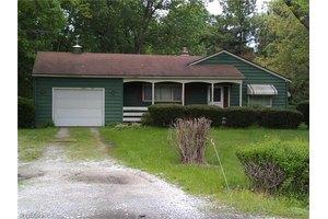 5873 Renninger Rd, New Franklin, OH 44614