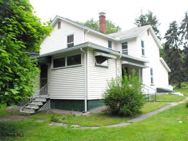 196 S Dartmouth Ln, Altoona, PA 16601