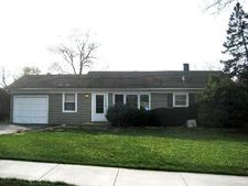 1747 Janet St, Downers Grove, IL 60515