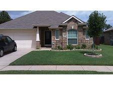 633 Grayson Ln, Lake Dallas, TX 75065