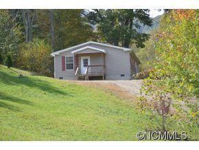 22 Powderhorn Dr, Waynesville, NC 28786
