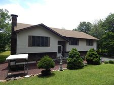 148 Island Dr, Long Pond, PA 18334