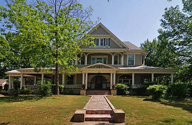 903 W Oak St, Denton, TX 76201