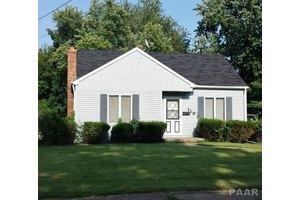 119 S Lawndale Ave, Washington, IL 61571