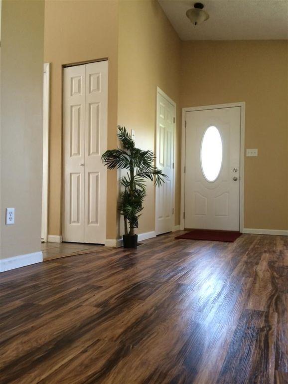 3841 W Woodmere Ct Bloomington In, Woodmere Laminate Flooring