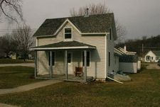 1019 S Mill St, Decorah, IA 52101