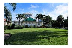 14241 Bay Dr, Fort Myers, FL 33919