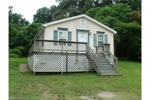317 West St, Isle of Wight County, VA 23430