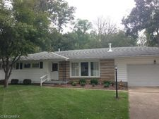 2604 Center Dr, Zanesville, OH 43701