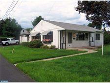 2042 Hulmeville Rd, Bensalem, PA 19020