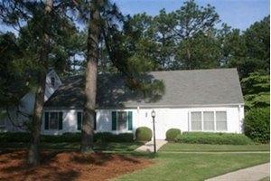 47 Village Green Cir, Southern Pines, NC 28387