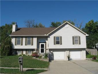 908 Susan St, Kearney, MO