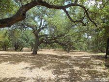 142 Oak Holw, Floresville, TX 78114