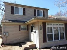 22428 Maple St, Saint Clair Shores, MI 48081