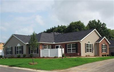 152 Woodbury Glen St, Hartville, OH 44632