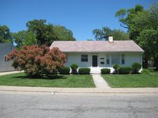 8205 Wicker Park Dr, Highland, IN 46322