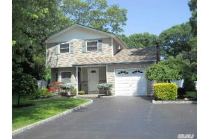 392 Birch Hollow Dr, Shirley, NY 11967