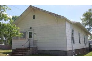1224 4th St, Fairbury, NE 68352