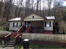 406 6th St, Appalachia, VA 24216