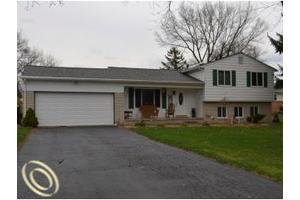 6128 Brockway St, Commerce Twp, MI 48382