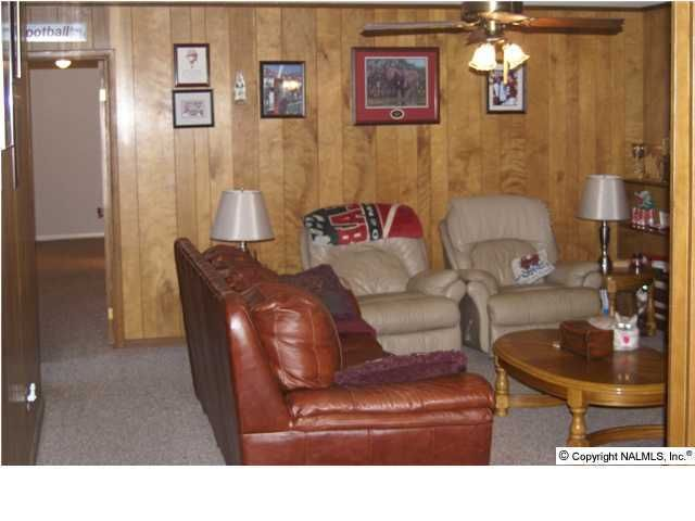 1702 Betty St Sw, Decatur, AL 35601