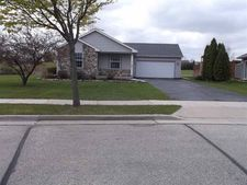661 W Bucktrout St, Saukville, WI 53080