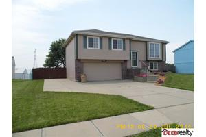 1409 Savannah Dr, Papillion, NE 68133