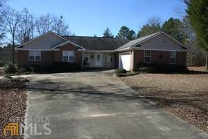 29 Jones Ave, Hawkinsville, GA 31036