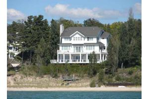 413 Glenn Dr, Harbor Springs, MI