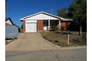 5803 NW Kinyon Ave, Lawton, OK 73505