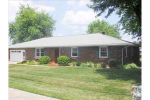 1206 Maxville Rd, Boonville, IN 47601