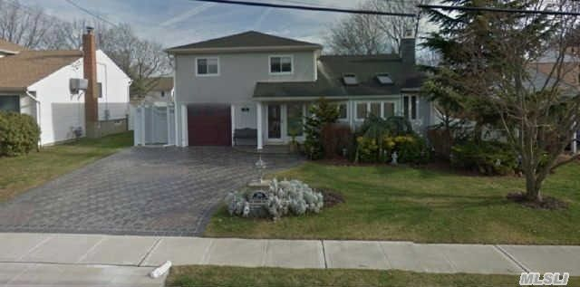 2145 Wantagh Park Dr, Wantagh, NY 11793
