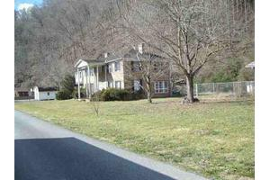 1025 Highlawn Cir, Grundy, VA