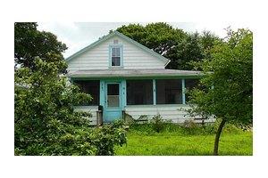 63 Winsor Ave, North Kingstown, RI 02852