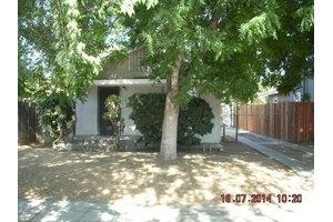 955 S 8th St, Fresno, CA 93702