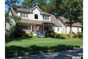 6 Bradley Ln, East Moriches, NY 11940