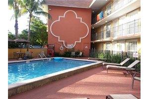 3245 Virginia St Apt 20, Miami, FL 33133