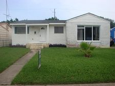 111 Whiting St, Galveston, TX 77550