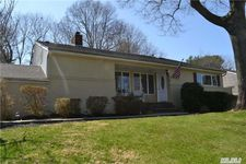 26 Old Town Ln, Halesite, NY 11743