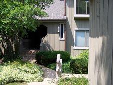 944 Oak Hill Rd Apt B, Lake Barrington, IL 60010