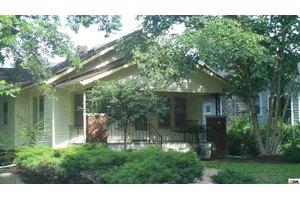 300 SW Kendall Ave, Topeka, KS 66606
