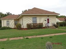315 W 3rd St, Cordell, OK 73632