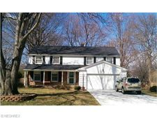 31506 Carlton Dr, Bay Village, OH 44140