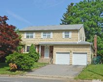 81 Beacon Hill Rd, Port Washington, NY 11050