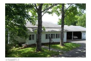 135 Lequire Ln, Mount Airy, NC 27030