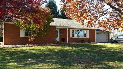 6390 Cottage Ave, East Petersburg, PA 17520