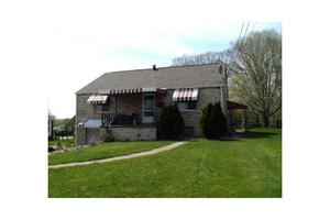 220 Sunset Dr, Lower Burrell, PA 15068
