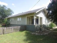 527 Cherry Ave, Luling, TX 78648